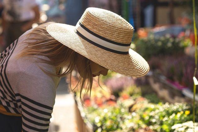 紫外線を防ぐ帽子の選び方